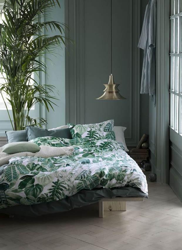 Roupa de cama composta com a cor do ano 2020.