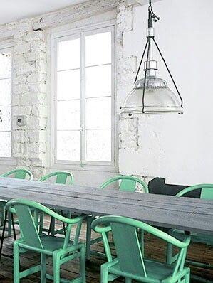 Mobiliário com a cor neo mint